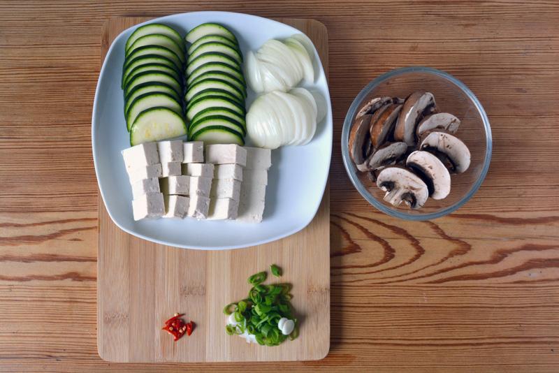 dwenjang jjigae ingredients sliced