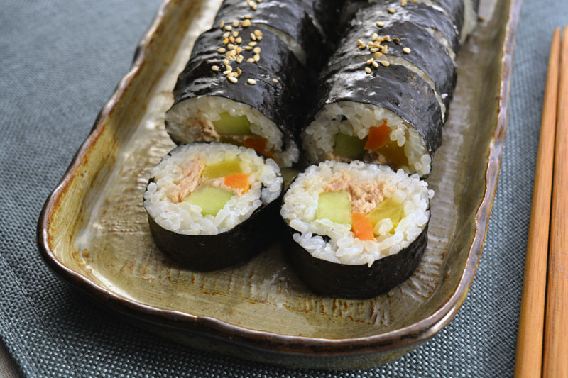 tuna kimbap close up
